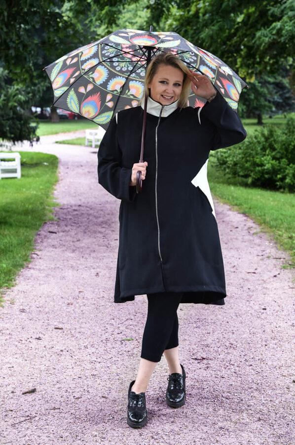 Czarny elegancki płaszcz